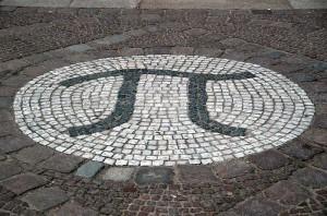 Pi Am Eingang zum Mathematikgebäude der TU Berlin (Bild: Holger Motzkau/Wikipedia)