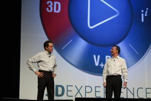 SolidWorks-CEO Bertrand Sicot und Dassault Systèmes-Chef Bernard Charlés freuen sich über einen neuen Teilnehmerrekord.