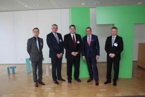 v.l.: Christian Erlacher (Geschäftsführer Planet Software, Werner Meiser (Geschäftsführer SolidPro), Aaron Kelly, Norbert Franchi, Uwe Burk.