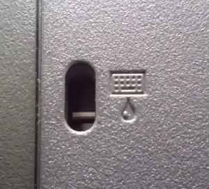 Seltsames Piktogramm: Ist das die Öffnung zum Schmieren der Tastatur?