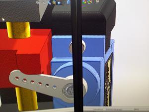 Im Mosaikmodus (hier noch nicht optimal eingestellt) verdeckt der Rand einen Teil des Modells, die Verzerrung fällt weg.