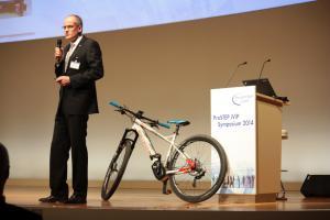 Christian Ley von Brose präsentierte das neue Pedelec und seine PLM-Vision.