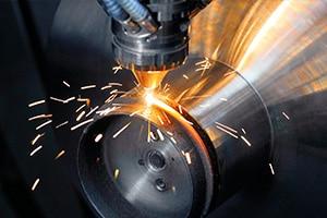 Auftragen und gleich fräsbearbeiten - das kann die DMG Mori-Maschine (Bild: DMG Mori).