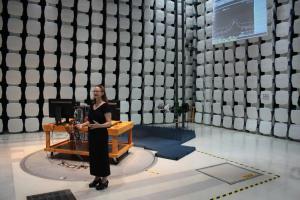 Beeindruckend: Die 10m-EMV-Messkammer in Fort Collins.