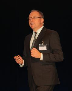 Michael Sauter begrüßte über 1.700 Teilnehmer.