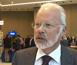 Prof. Katzenbach spricht im Video über den Systemwechsel bei Daimler (Bild: Verdi Ogewell)