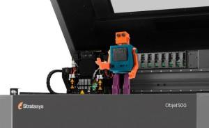 """Dieser Spielzeugroboter wurde in PTC Creo 3.0 entworfen und auf dem Mehrfarb- und Mehr-Material-Drucker """"Objet500 Connex3"""" von Stratasys produziert (Bild PTC)."""