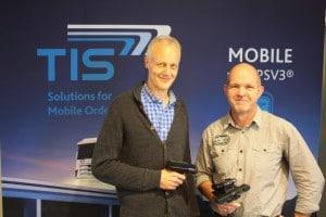 Ludger Bielefeld, Leiter der Hardware-Entwicklung und Prokurist bei TIS (l) unde Fertigungsleiter Reinhard Gaelings konnten ihren Entwicklungsprozess mit Creo und 3D-Druck von einem Jahr auf 3-4 Wochen reduzieren.