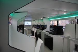 Gut eingerichtet: Die acht Arbeitsplätze mit 3D-Druckern.