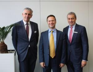 Gian Paolo Bassi (Mitte) mit den Geschäftsführern von Solidpro Werner Meiser (links) und SolidLine Norbert Franchi (rechts).