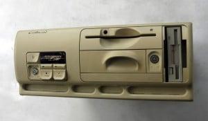 Luigi Colani designete in der Hochphase der Computershops diesen Rechner für Vobis (Bild: Wikimedia/Christos Vittoratos).