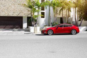 Tesla hat mit seinen Elektrofahrzeugen die Automobilindustrie aufgemischt (Bild: Tesla Motors).
