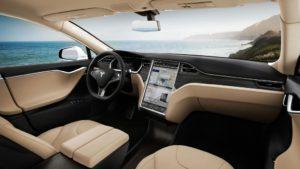Der große Bildschirm zeigt: Software ist wichtig in diesem Fahrzeug (Bild: Tesla Motors).