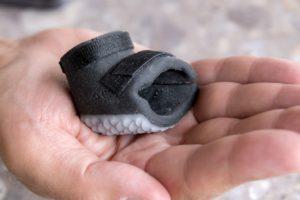 Dank der Multi-Material -Fähigkeiten des 3D-Druckers hat der Schuh an jeder Stelle die richtigen Eigenschaften.