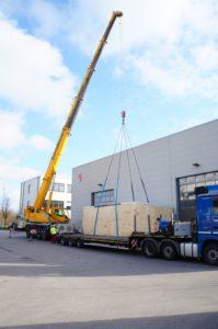 Das geht nicht mehr als Päckchen in die Post: Die Reise der VX4000 beginnt in Augsburg