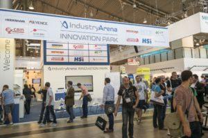Auf dem Gemeinschaftsstand der IndustryArena gab es Smarte Fertigungslösungen zu sehen (Bild: Messe Stuttgart).