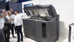 Der 3D-Drucker HP Jet Fusion 3D ist ein gewaltiges Gerät.