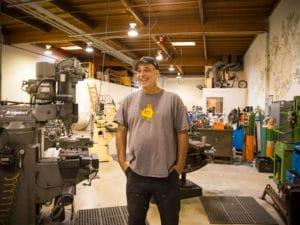 Der zurückgetretene Autodesk-CEO Carl Bass möchte in Zukunft mehr Zeit in der Werkstatt und mit seinen Robotern verbringen (Bild: Autodesk/James Martin, CBS).