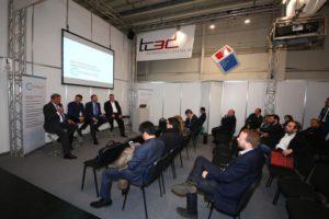 Bei den Podiumsdiskussionen anlässlich des CAE-Forums auf der Hannover Messer entspannen sich rege Diskusionen (Alle Bilder: CAE-Forum).